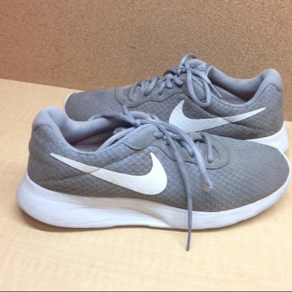 •MAKE OFFER• VERY LOW PRICE  134 RETAIL NIKE SHOES c589e3a5387a